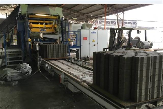 彩砖机生产线
